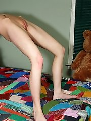 Kelly Klass Shows Off Flexibility Before Spreading to Reveal Cervix – 9/13/2011